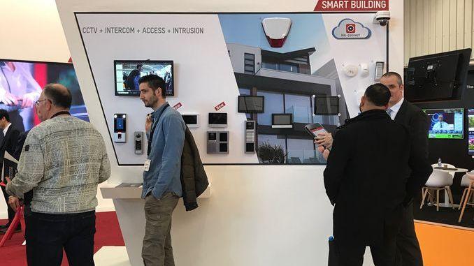 Smart Integrations Mag : audiovisuel AV, Sûreté / Sécurité, smart home & building, réseaux. Stand Hikvision lors de l'ISE 2019.